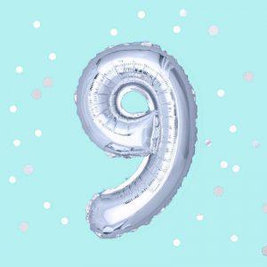 Фолиев балон с клечка цифра Девет сребро 30 см. цифра Девет сребро 30 см.